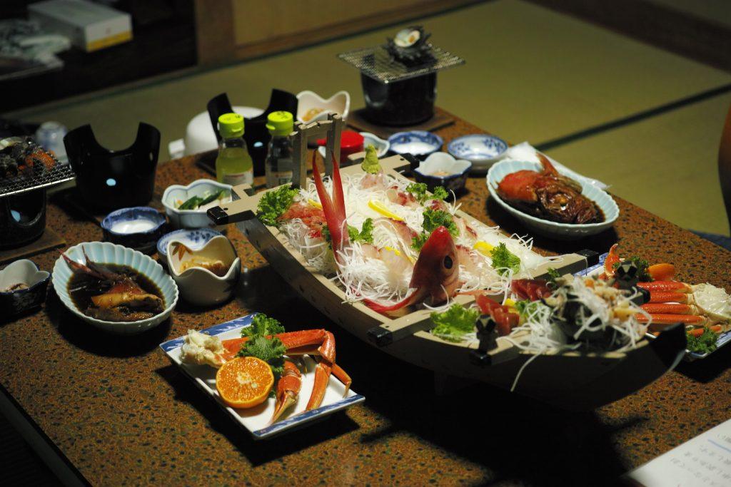 Gigantisches Abendessen in Kumomi Onsen, Shizuoka, Japan