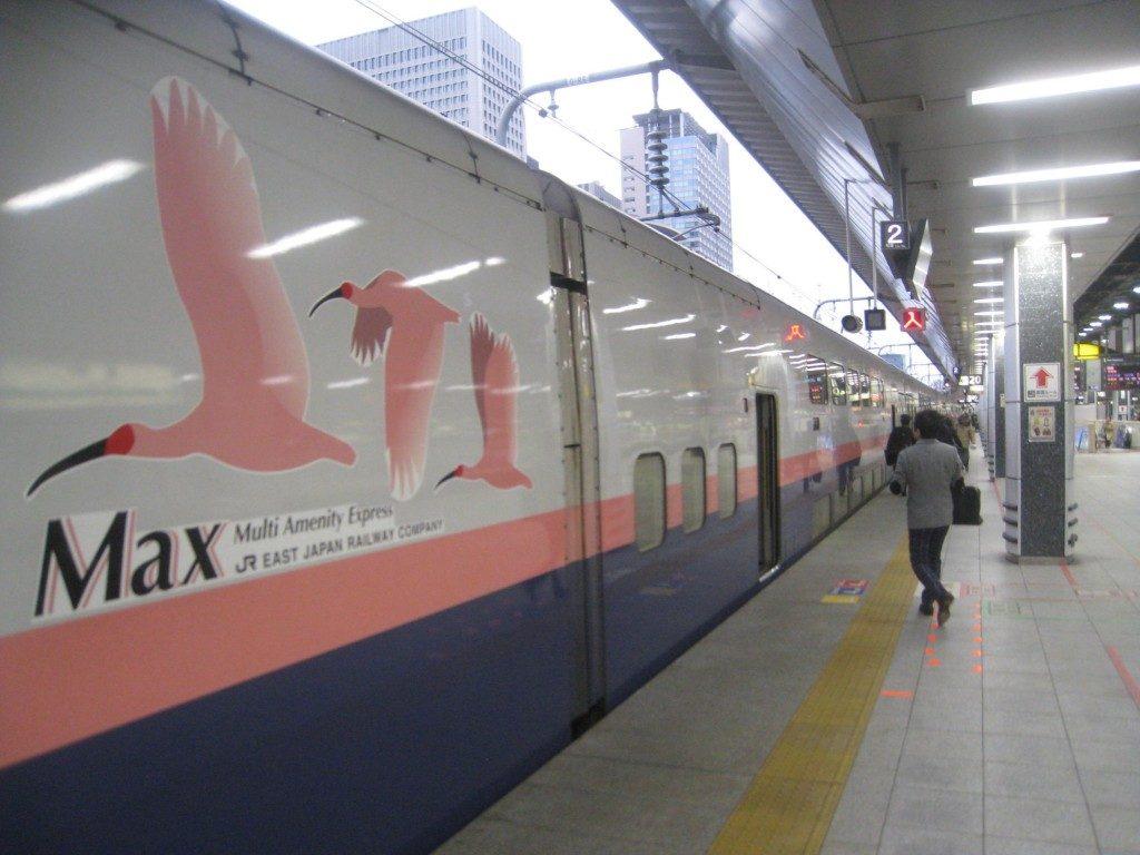 Einsteigen in den Shinkansen nach Yamakoshi, Niigata, Japan