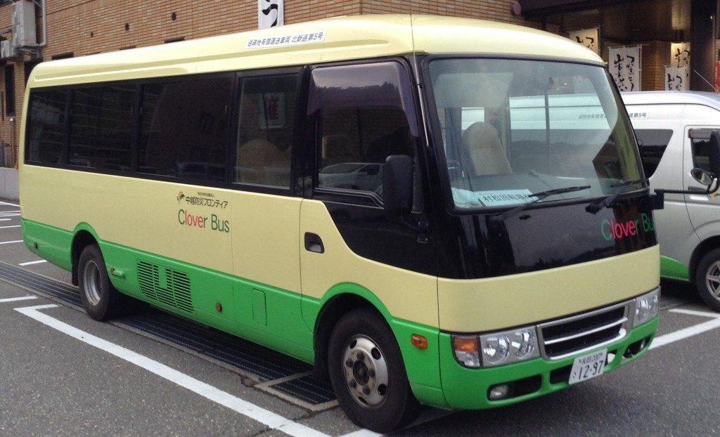 Der Micro Bus nach Yamakoshi, Niigata, Japan