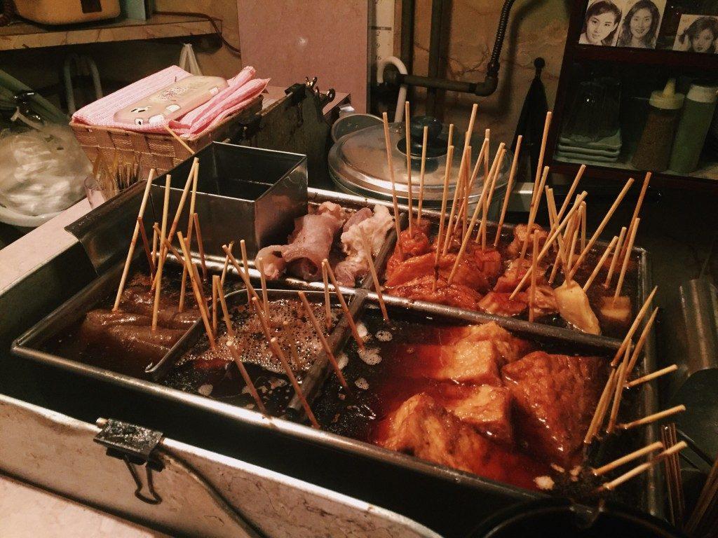 aufgespießte oden Zutaten sind in Shizuoka Japan variiert