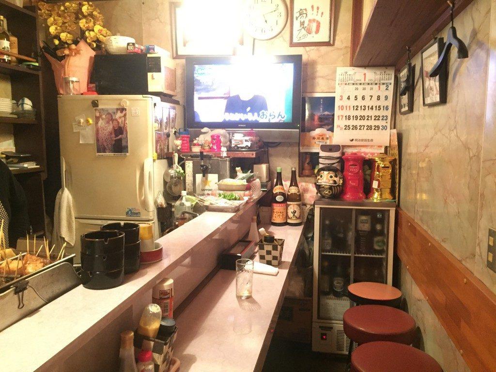 Shizuoka Oden in Japan ist bekannt für eine viel dunklere Dashi Brühe als die typische Oden-Brühe
