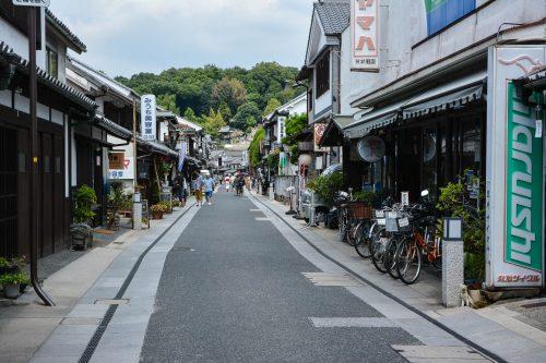 In Bizen gibt es einen schönen Töpferladen, der in der Region beliebt sind. Diese Keramiken sind im Allgemeinen matt und unglasiert, Kurashiki, Bikan, Japan