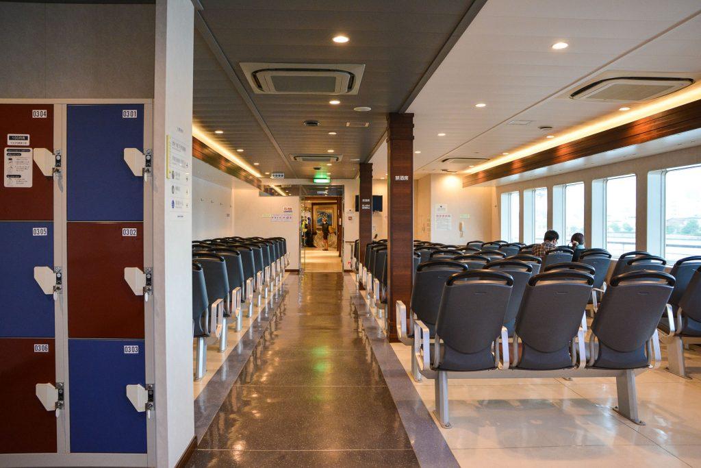 Das reguläre Abteil auf dem Weg zur Insel Sado in Niigata, Japan