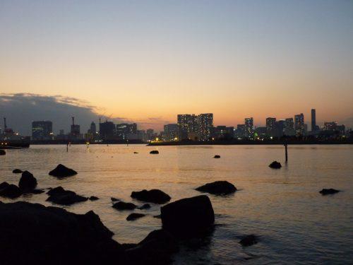 Ein Tag an der Tokioter Bucht neigt sich dem Ende entgegen