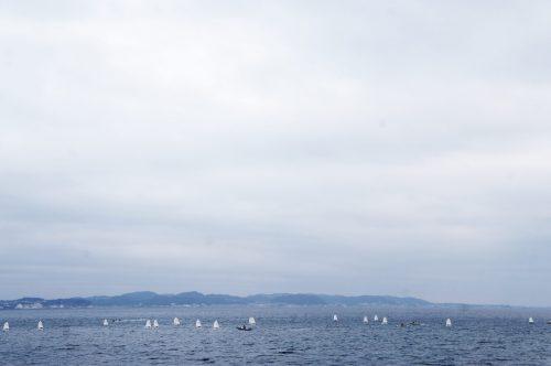 Kinder üben segeln