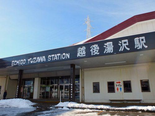 Der Bahnhof Echigo-Yuzawa im Schnee.