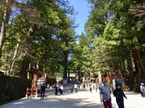 Die Omotesando-Straße von Nikko Toshogu in der Präfektur Tochigi, Japan.