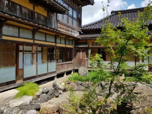 Garten der Shoraikaku Villa, Asahi-Shuzo Sake Brauerei, Präfektur Niigata, Japan.