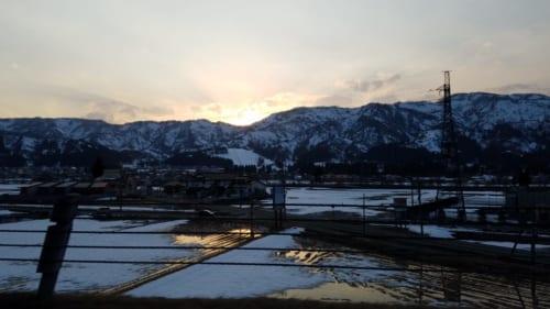 Reisfelder im Winter, Nagaoka, Präfektur Niigata, Japan.
