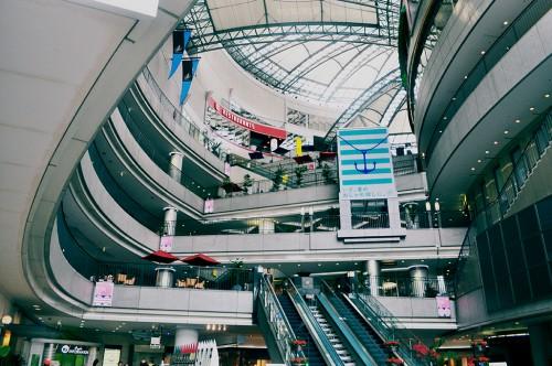 Interior del centro comercial Pacela de Hiroshima
