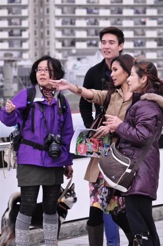 Grupo de turistas recibiendo indicaciones