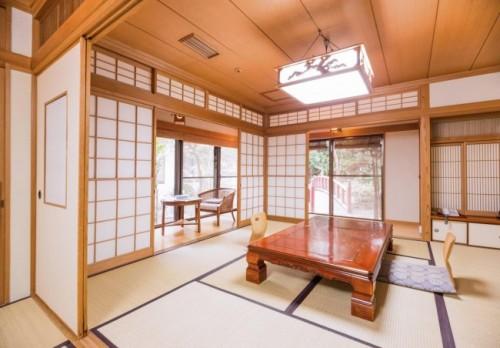 alojamiento ryokan japón