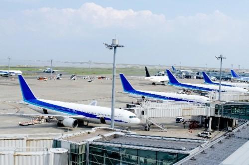 Aviones en un aeropuerto en Japón