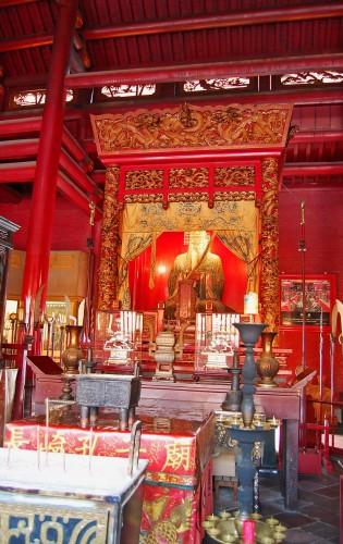 Estatua de Confucio en el Templo Confucionista de Nagasaki
