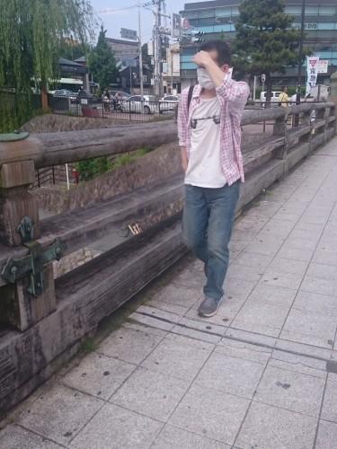 Hombre con mascarilla en Japón.