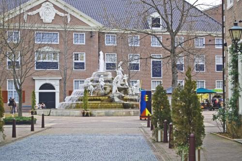 Plaza central de Huis Ten Bosch, parque temático holandés en Nagasaki