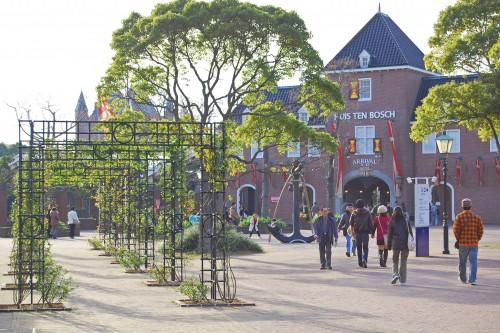 Entrada al parque temático de estilo holandés Huis Ten Bosch