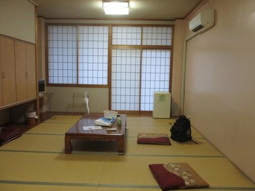 Cuarto en el hotel Hachiman Onsen de Murakami.