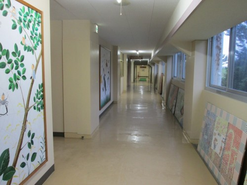 Pasillos del hotel Hachiman Onsen, en Murakami.