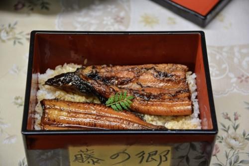 Donburi de anguila.