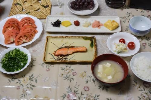 Suculento desayuno en una granja de Saiki, Oita.