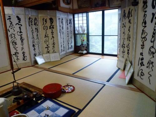 Biombos en la tetería Fujimien de Murakami.
