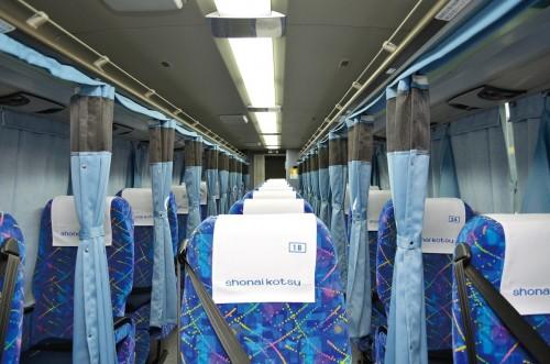 Interior de un autobús Shonaikotsu.