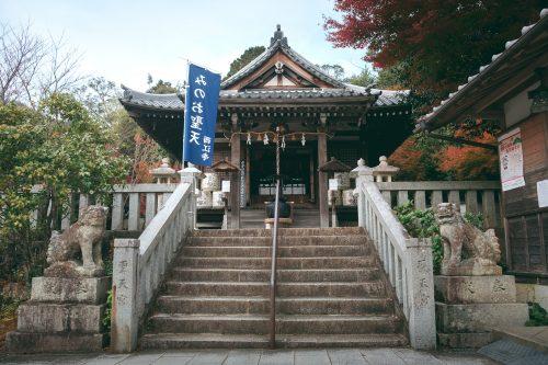 El camino el el monte Mino de Osaka, Japón.