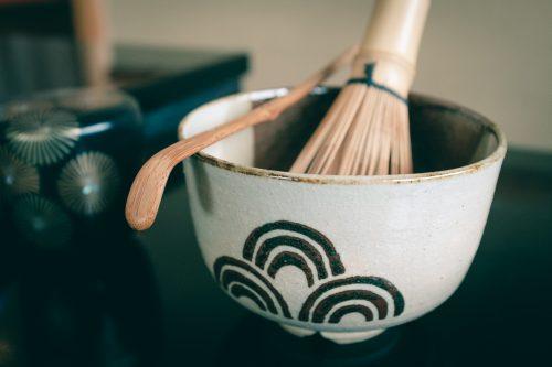 Herramientas para crear la mezcla del té, Osaka, Japón.