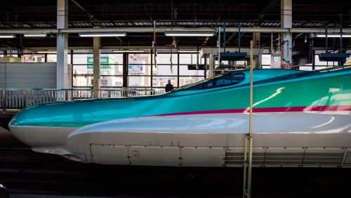 Hayabusa E5 Shinkansen en la línea Tohoku Shinkansen.