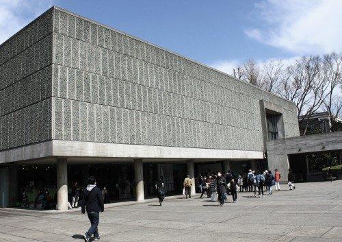 Museo nacional de arte occidental creado por Le Corbusier, Ueno, Tokio, Japón