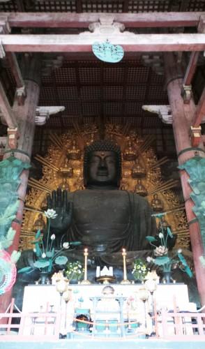 Le Daibutsu ou Bouddha géant du temple Tōdai-ji à Nara