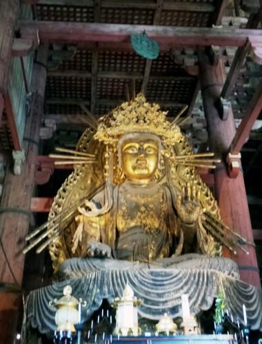 "Statue en or ""Fukūkenjaku Kannon"" au temple Tōdai-ji de Nara"