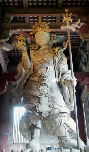 Statue du roi céleste Bishamon-ten au temple Tōdai-ji de Nara