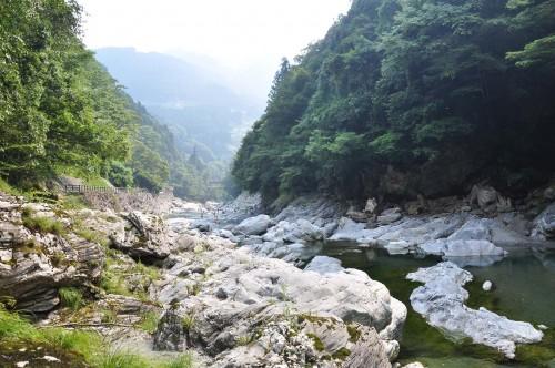 Magnifique vue de la rivière Iya et du Kazurabashi sur l'île de shikoku au Japon