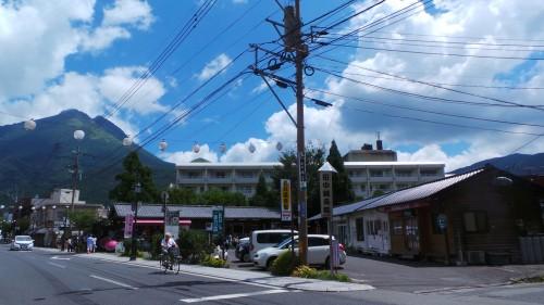 Yufuin, petite ville thermale de la préfecture d'Oita et le mont Yufu sur l'île de Kyushu