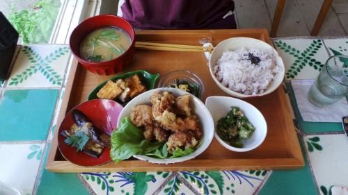 Menu traditionnel japonais pour le déjeuner chez Siesta sur l'île de Kyushu