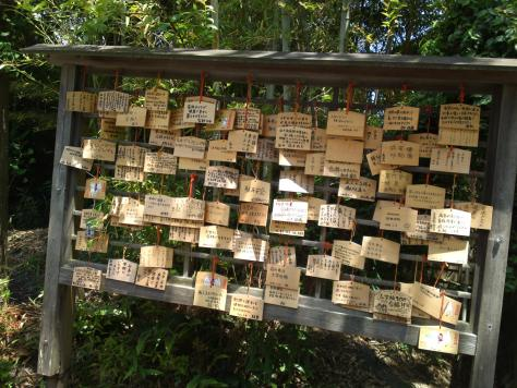 Plaques votivesdans un sanctuaireshinto.