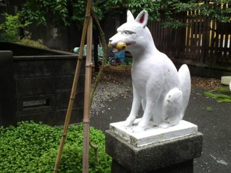Gardien d'un sanctuaire shinto