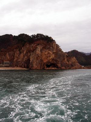 Un tour en ferry à Kuwakawa sur la route pour Murakami, Niigata, Japon.