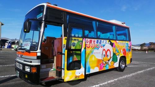 Sightseeing bus faisant le tour des attractions d'Izumi, Kyushu, Japon.