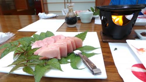 Plat du menu du midi au restaurant Uomatsu à Izumi, Japon.