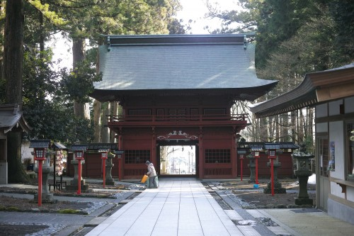 Another entrance lined with lanterns, found in Fuji Sengen shrine in shizuoka