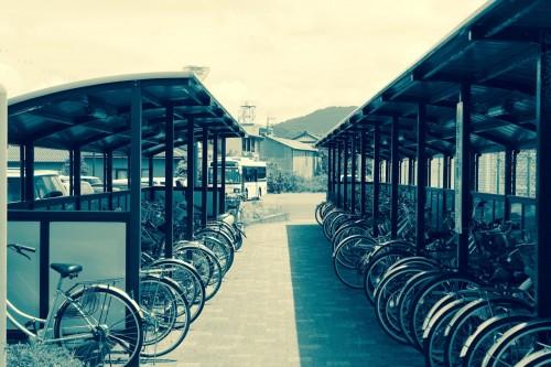 La gare de Wakasa Takahama : les abris à vélos