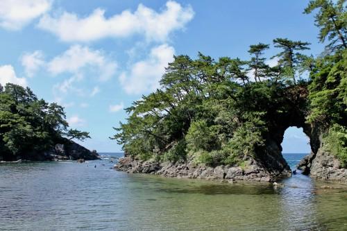 La plage Shiroyama et sa grotte Meikyodo.une icône pour la ville