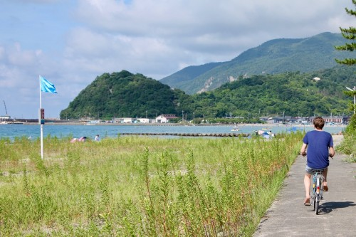 Faire du vélo de la plage de Shirahama à la plage de Wakasa Wada