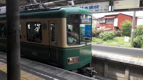 Enoden is running between Kamakura and Enoshima.