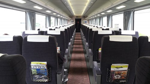 le romance car, le train express reliant Shinjuku à Hakone, Enoshima et Kamakura avec l'intérieur