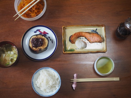 La ferme à Kofuji, sur l'ile de Kysuhu dans la préfecture d'Oita au Japon avec le petit déjeuner
