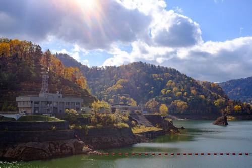 Les berges du lac de Hoheikyo, Hokkaido, Japon.